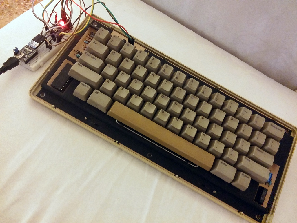 IMAGE(http://www.applefritter.com/files/Arduino_and_M0110_Keyboard.jpg)