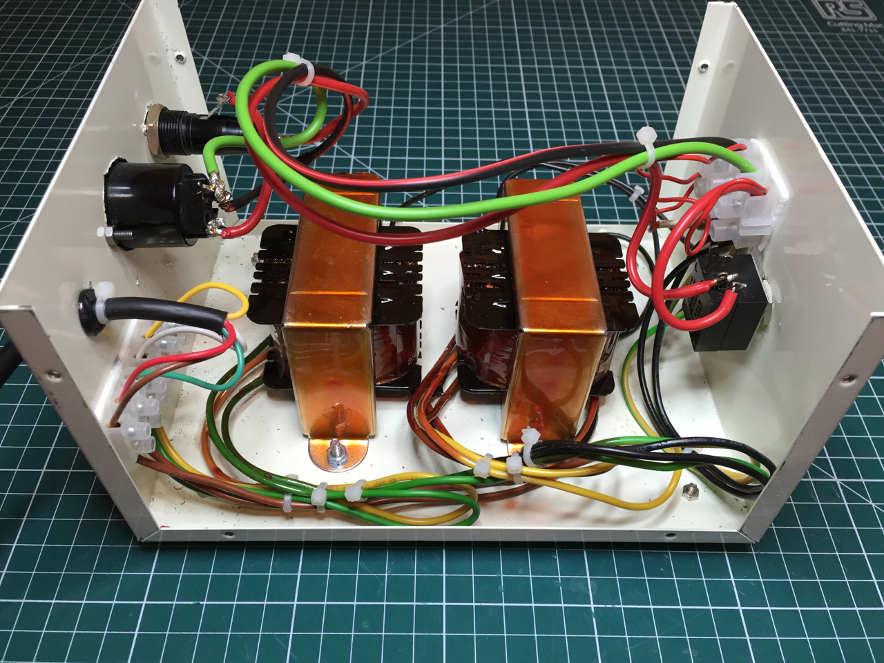 Using Mimeo 1 In Uk Europe Or Australia Newbie Question Electric Connector Holder Ebay I Found This Case On Which Had A Suitable Vintage Look The Switch Power Light Fuse And Mains Are All Period Appropriate