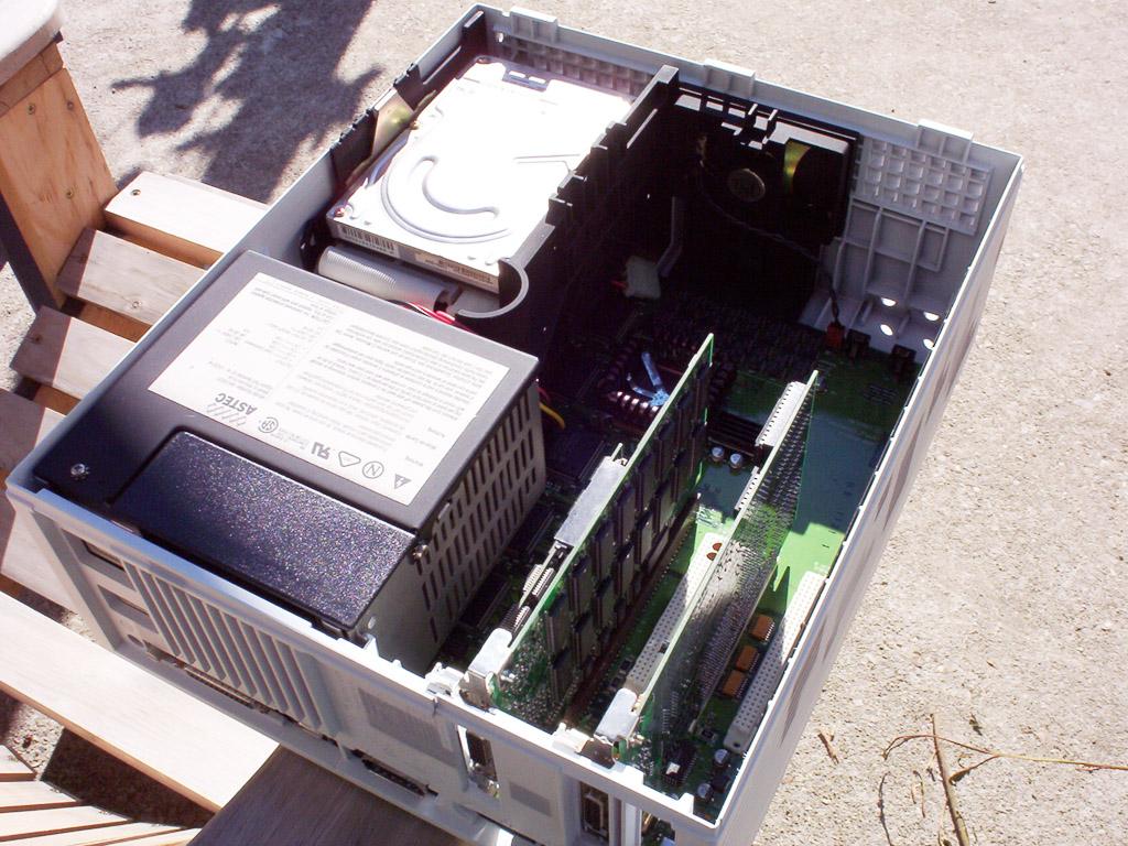 Quadra 7100 insides installed