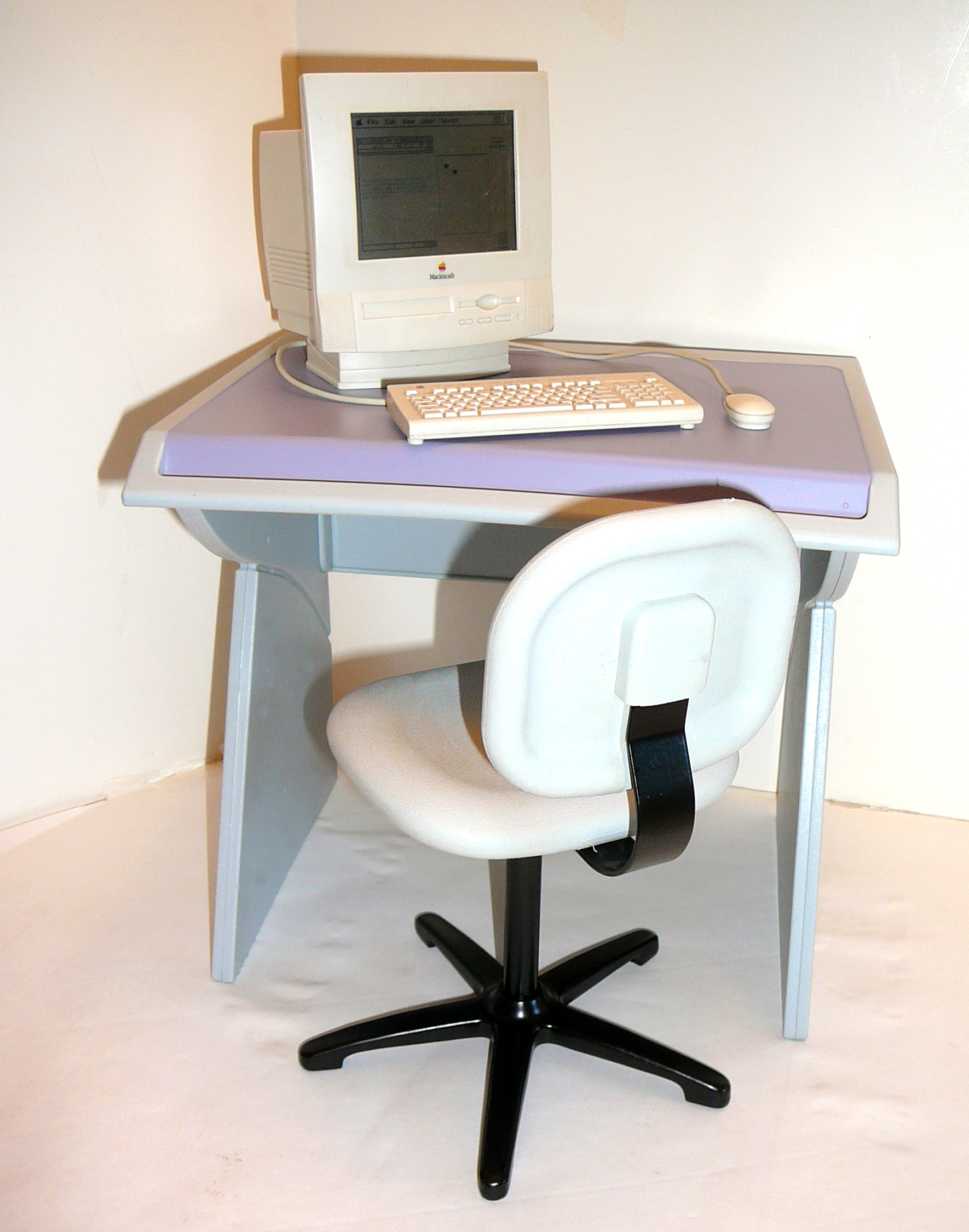 Miniature Powermac 5400 with desk and chair