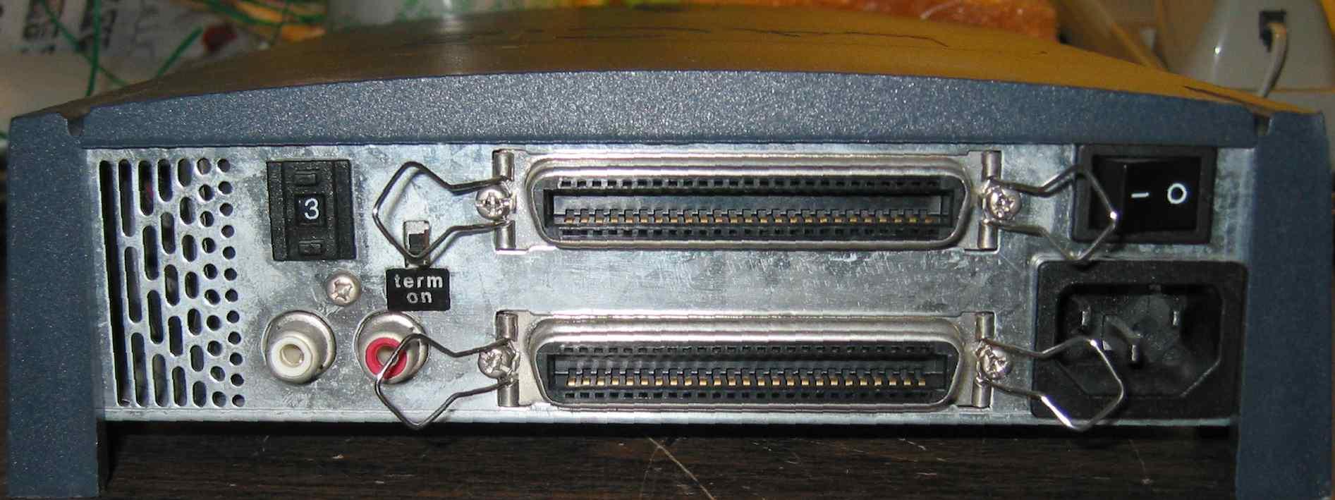 LaCie 12x4x32 SCSI CDRW - back