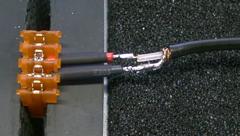 Video connector with longer wire stubs