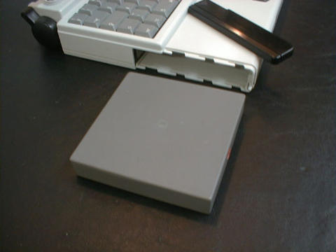 White Powerbook 140 - battery